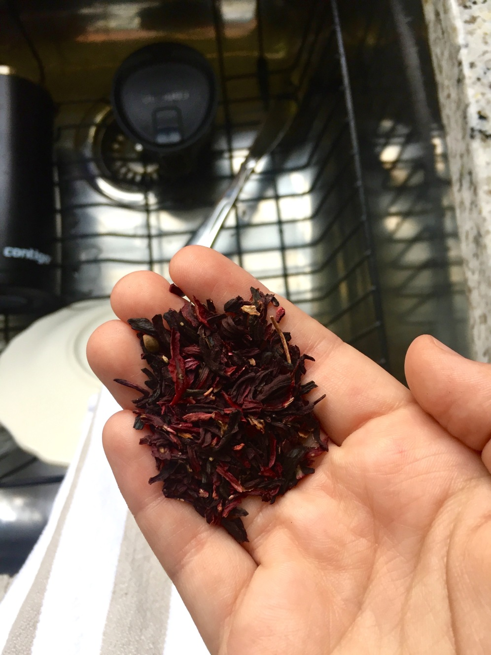 dried hibiscus leaves (you'll need 2 cups)